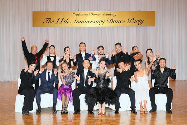 ハピネスダンスアカデミー アニバーサリーダンスパーティーのスタッフ集合写真
